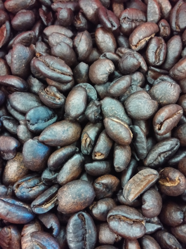 Amba Estate Big Bean Pan Roasted Coffee (Close)